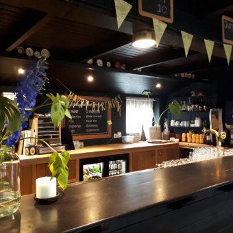 Bar foto 1400x1050 1 - Het Drents Kwartiertje - Solex Huren / Rijden - Dafje Huren / Rijden - Groepsactiviteiten, workshops, teambuilding en trainingen Drenthe