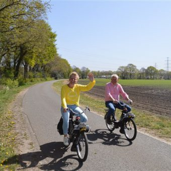 Coronaproof voorjaarsuitje Drenthe solex rijden - Het Drents Kwartiertje - Solex Huren / Rijden - Dafje Huren / Rijden - Groepsactiviteiten, workshops, teambuilding en trainingen Drenthe