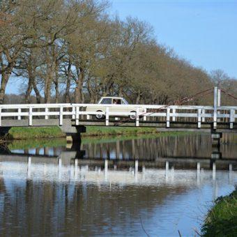 Daf rijden en Drenthe ontdekken. Leuk uitje voor een teamdag, familiedag of personeelsuitje.