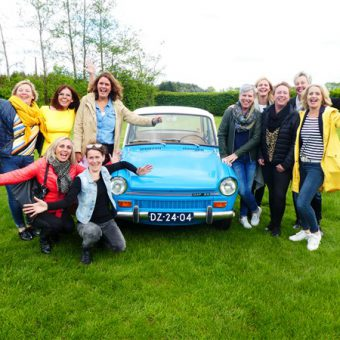Daf rijden in Drenthe staat garant voor een gezellig en ludiek groepsuitje.