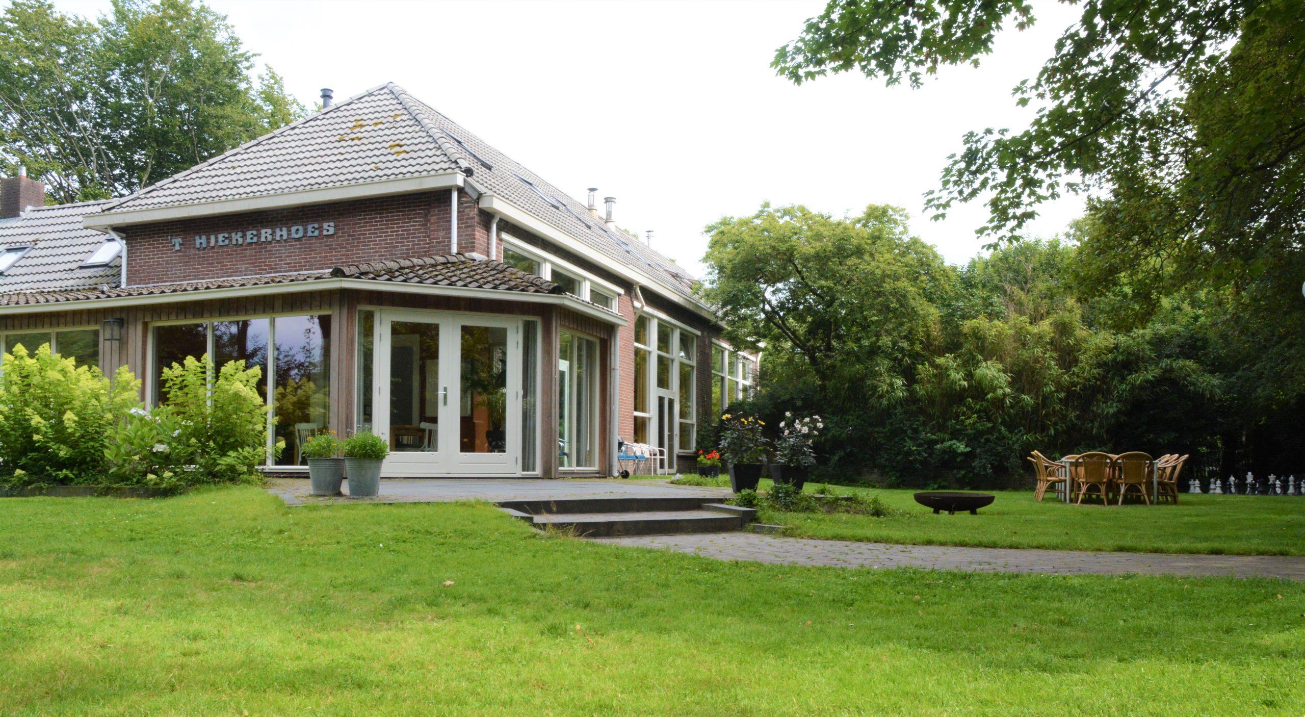 hiekerhoes 1 scaled - Het Drents Kwartiertje - Solex Huren / Rijden - Dafje Huren / Rijden - Groepsactiviteiten, workshops, teambuilding en trainingen Drenthe