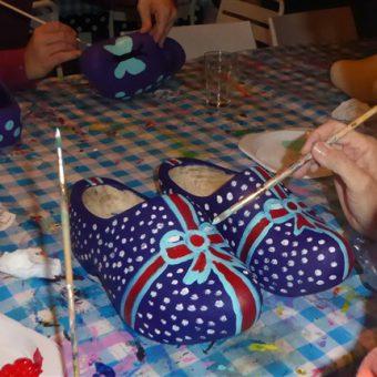 Gezellige en originele workshop; je eigen paar klompen beschilderen tijdens dit echte Drentse uitje.