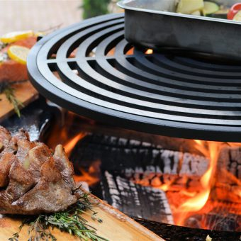 Buiten koken op de Ofyr BBQ. Tijdens de workshop leer je de heerlijkste gerechten te bereiden.