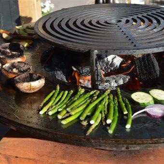Outdoor cooking; gezellig samen kokkerellen in de buiten keuken op de Ofyr.