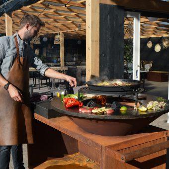 Kookworkshop outdoor cooking op de Ofyr; stoer en culinair uitje in Drenthe.