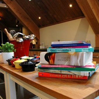 Samen koken in de kookstudio. Gezellig en culinair avondje uit in Drenthe.