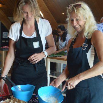 Teambuilding tijdens een kookworkshop.