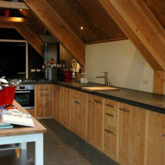Gezellige en ruime kookstudio bij Assen. Voor uitjes met kookworkshops en culinaire arrangementen.