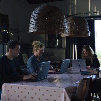 online uitje wie is de mol aan de keukentafel - Het Drents Kwartiertje - Solex Huren / Rijden - Dafje Huren / Rijden - Groepsactiviteiten, workshops, teambuilding en trainingen Drenthe