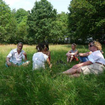 Gezellig samen picknicken op een mooie plek. Op en top genieten in Drenthe.