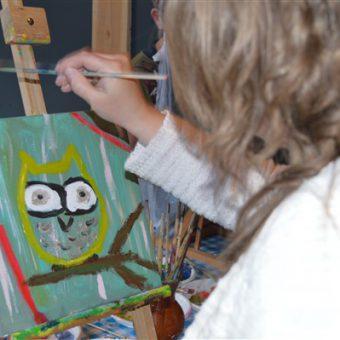 Samen schilderen tijdens een workshop schilderen bij het Drents kwartiertje.