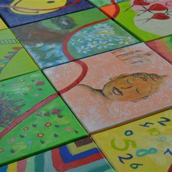 Een schilderij maken tijdens de workshop schilderen; creatief en gezellig uitje in Drenthe.