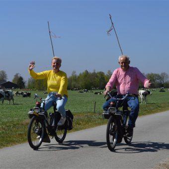 Solex toertocht over het Drentse platteland in het voorjaar