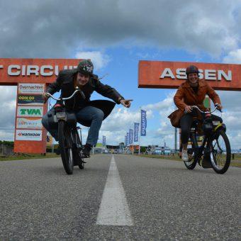 Rijdt de oude TT route op de solex; ontdek Drenthe en neem een kijkje bij het TT circuit.