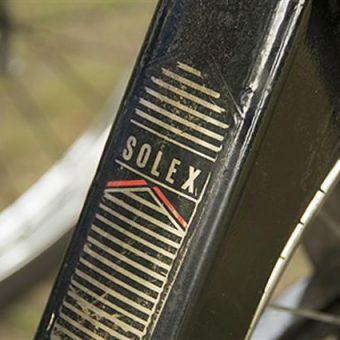 Solex rijden tijdens jullie dagje uit in Drenthe.