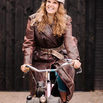 Samen solex rijden met je vrienden of collega's; het leukste uitje in Drenthe.