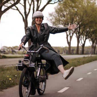 Solex rijden in Drenthe tijdens jullie vrijgezellenfeest of teamuitje.
