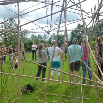 Teambuilding met outdoor activiteiten op het Drentse platteland.