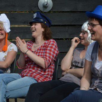 Speel met je vrienden of collega's de Crazy 88 in Drenthe. Hilarische en gezellige invulling van jullie groepsuitje.